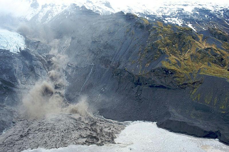 Gígjökull glacier intensely melting, creating a glacial outburst flood as a result of Eyjafjallajökull eruption. Image: Ólafur Sigurjónsson.
